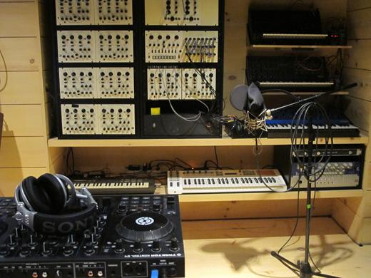 Vince Clarke's The Cabin Studio (2013)